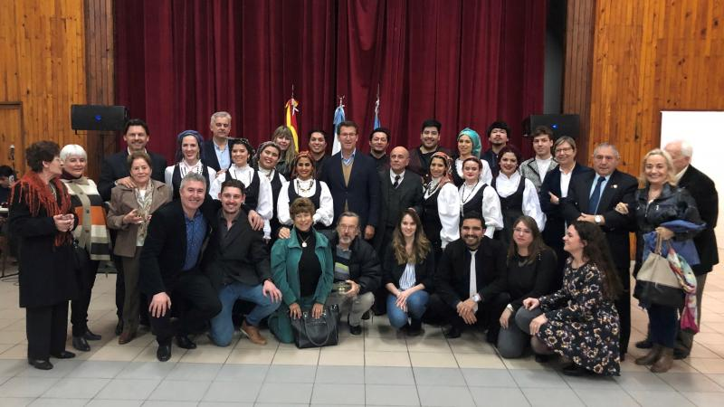 El presidente de la Xunta visitó el Centro Gallego de la ciudad argentina de Comodoro Rivadavia