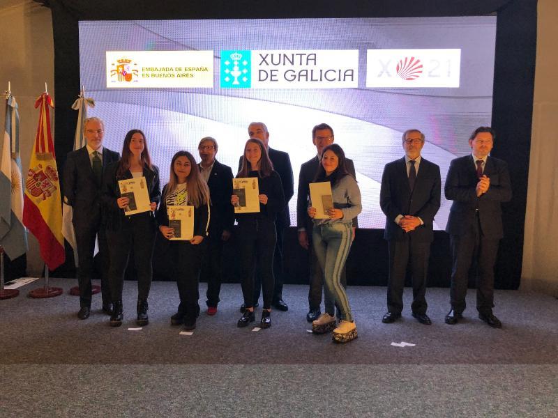 O presidente da Xunta entregou a Compostela ás e aos participantes da edición de 2019 e coñeceu as experiencias dos mozos e mozas percorrendo o Camiño de Santiago