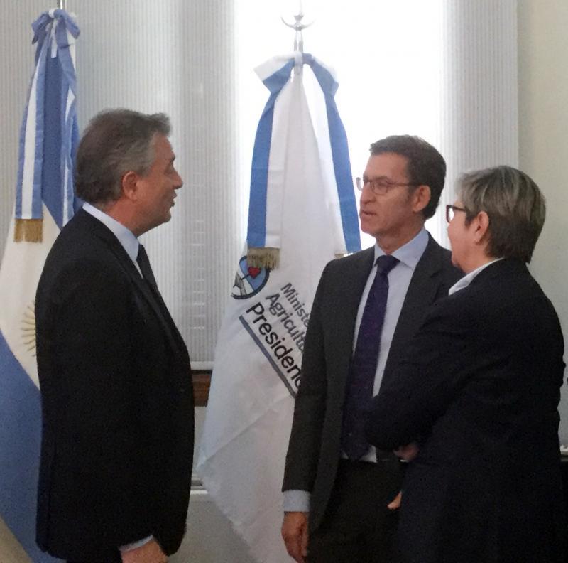 O titular da Xunta mantivo unha reunión co ministro de Agricultura, Ganadería y Pesca do Goberno arxentino, Luis Miguel Etchevehere