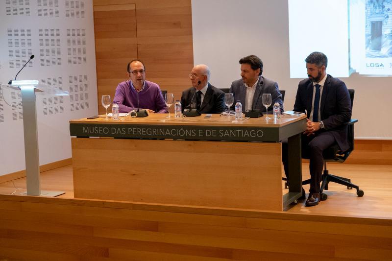 O secretario xeral da Emigración, acompañado do director xeral de Política Cultural, Anxo M. Lorenzo, participa na presentación do último libro de Manuel Losa sobre esta entidade