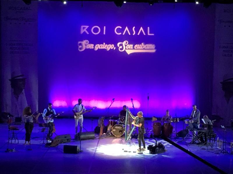 Baixo a dirección do compositor participaron no proxecto, estreado en 2016, figuras da cultura galega e cubana como Pablo Milanés, Xosé Neira Vilas, Laritza Bacallao ou Miguel Núñez