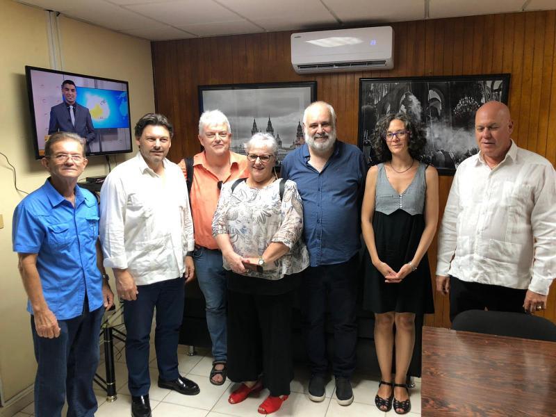 O secretario xeral da Emigración, na visita á Sociedade Cultural Rosalía de Castro