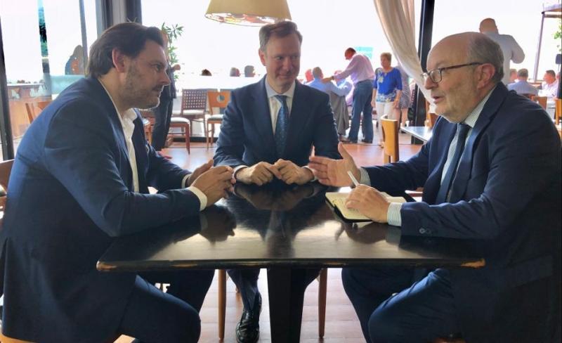 Na imaxe, de esquerda a dereita: o secretario xeral da Emigración da Xunta de Galicia, o cónsul xeral en Río de Xaneiro e o embaixador de España no Brasil