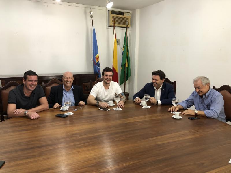 O secretario xeral da Emigración, na súa visita á Casa de España de Río de Xaneiro