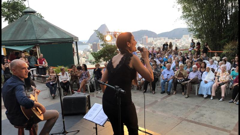 Imagen del concierto que ofrecieron Rosa Cedrón y Emilio Rúa en el Parque das Ruínas de la ciudad carioca