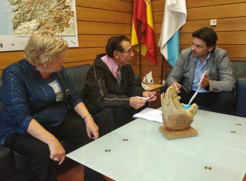 O secretario xeral da Emigración, na reunión co presidente do Centro Galego de Tarragona