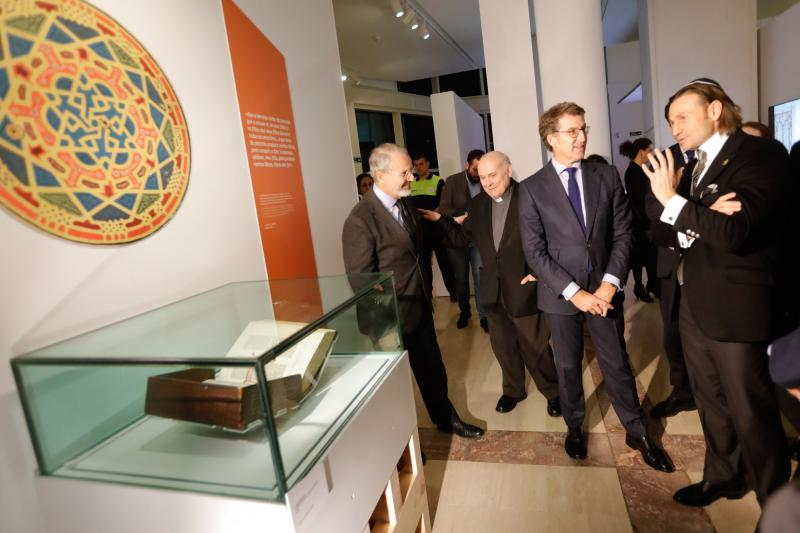 O presidente da Xunta visitou hoxe a que é a primeira das tres grandes exposicións do Xacobeo 2021 que, aberta ata o 12 de abril do ano que vén no Museo Centro Gaiás, conta con obras clave da cultura galega nunca antes exhibidas na Comunidade
