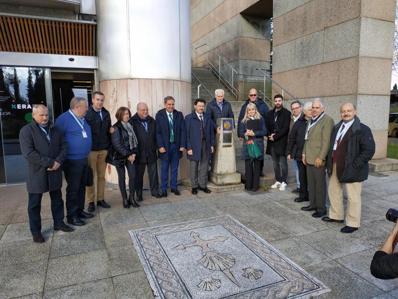O secretario xeral da Emigración visita, acompañado das e dos membros da Comisión Delegada do XI Consello de Comunidades Galegas, as novas instalacións en Santiago