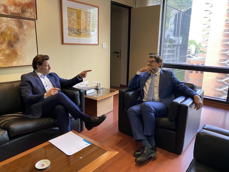 El secretario xeral da Emigración, Antonio Rodríguez Miranda, con el cónsul de España en Venezuela, Juan José Buitrago de Benito