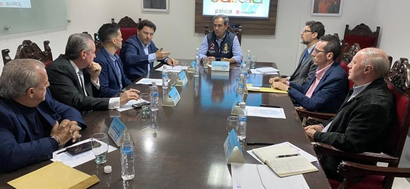 Imagen de la reunión del secretario xeral da Emigración con los representantes de las entidades gallegas en Venezuela