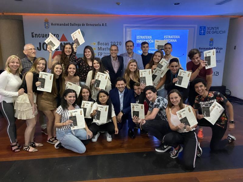 O secretario xeral da Emigración, no acto de entrega de Compostelas aos mozos e mozas galegas de Venezuela do Conecta con Galicia 2019