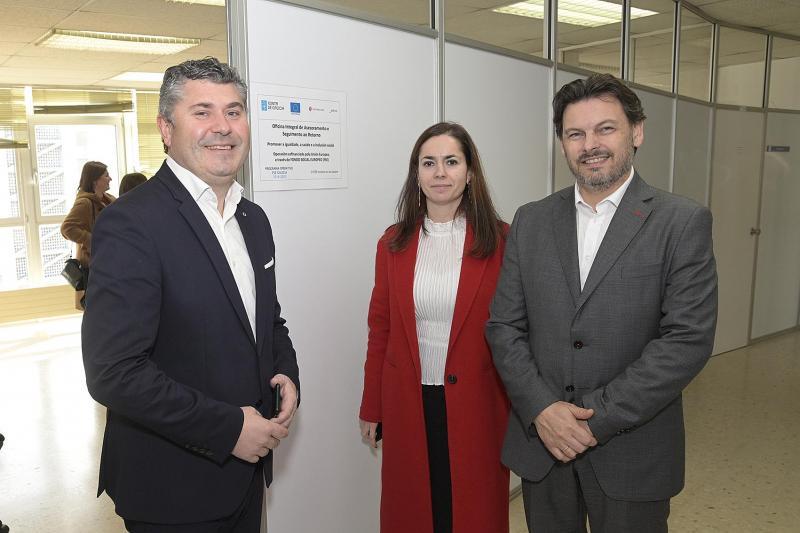 O secretario xeral da Emigración e o delegado territorial Ovidio Rodeiro visitan a nova Oficina Integral de Asesoramento e Seguimento ao Retorno
