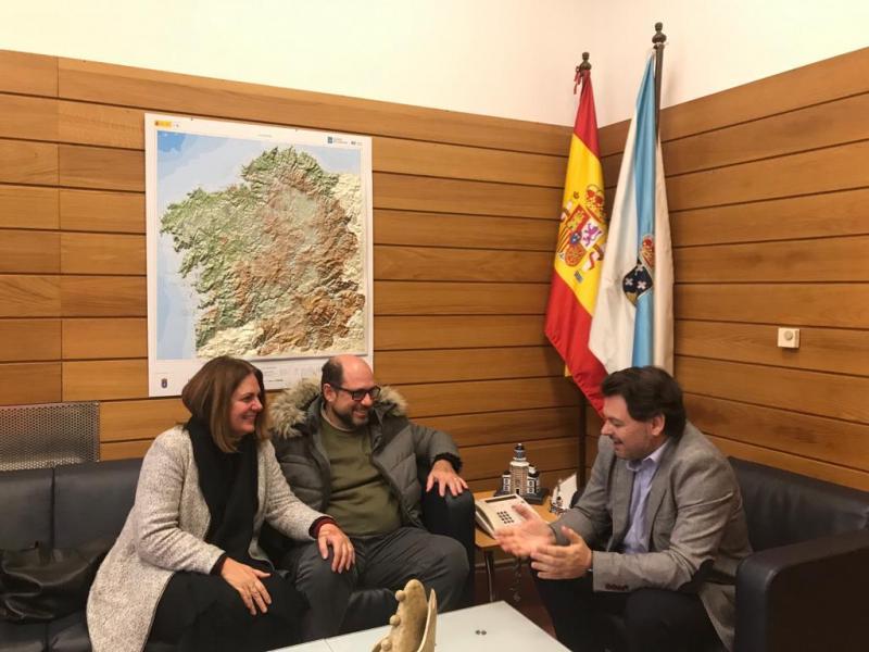 Imaxe da reunión celebrada na sede da Secretaría Xeral da Emigración en Compostela