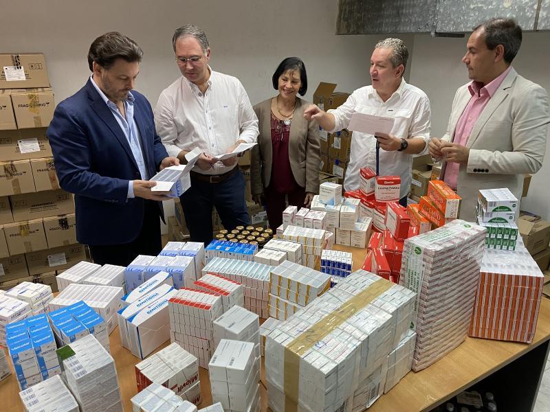 Na imaxe, Antonio Rodríguez Miranda supervisa a campaña de entrega de medicamentos na Hermandad Gallega de Venezuela en Caracas