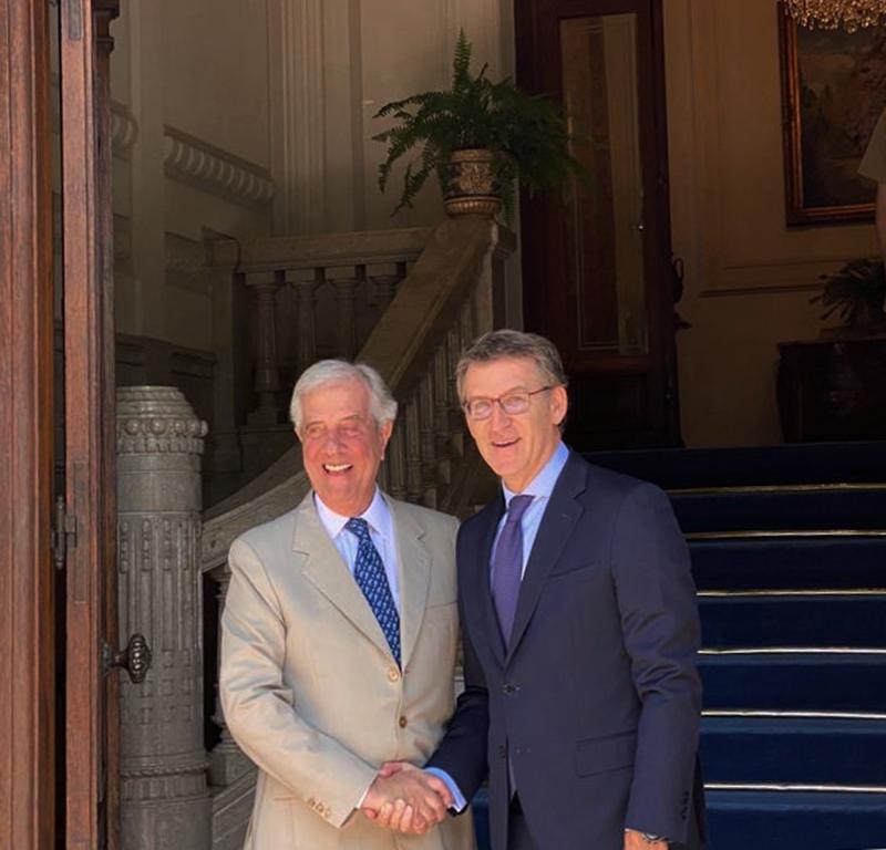 El presidente de la Xunta de Galicia, Alberto Núñez Feijóo, con el presidente saliente del Uruguay, Tabaré Vázquez