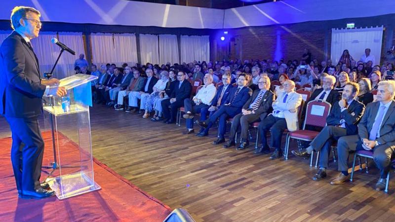 O presidente da Xunta de Galicia mantivo un encontro coa colectividade no Centro Galego de Montevideo