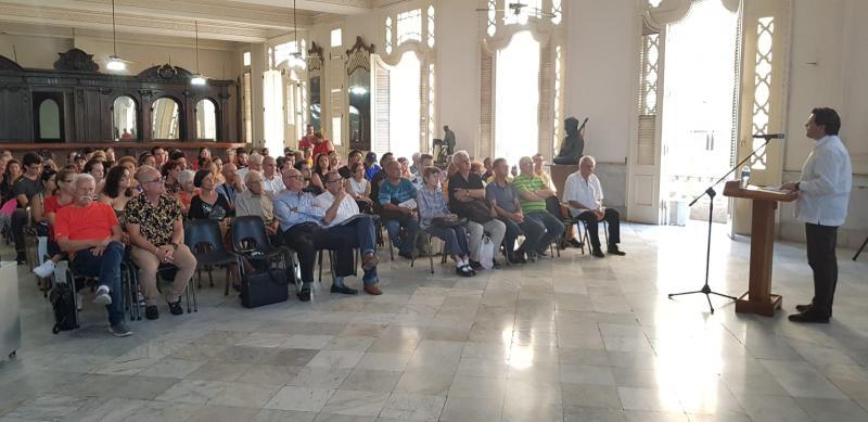 Miranda traslada á colectividade en Cuba os programas de actuación que teñen a súa disposición