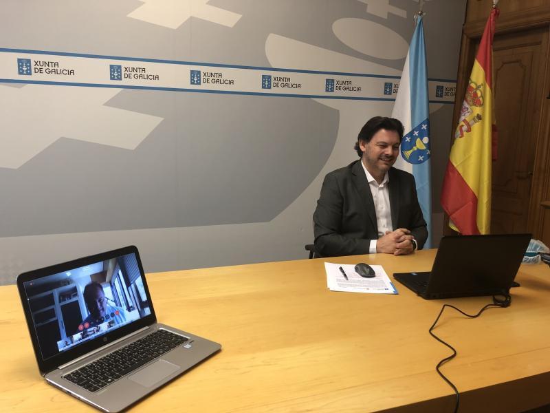 Imaxe, na sede de Emigración en Santiago de Compostela, da clase 0 celebrada hoxe de xeito telemático