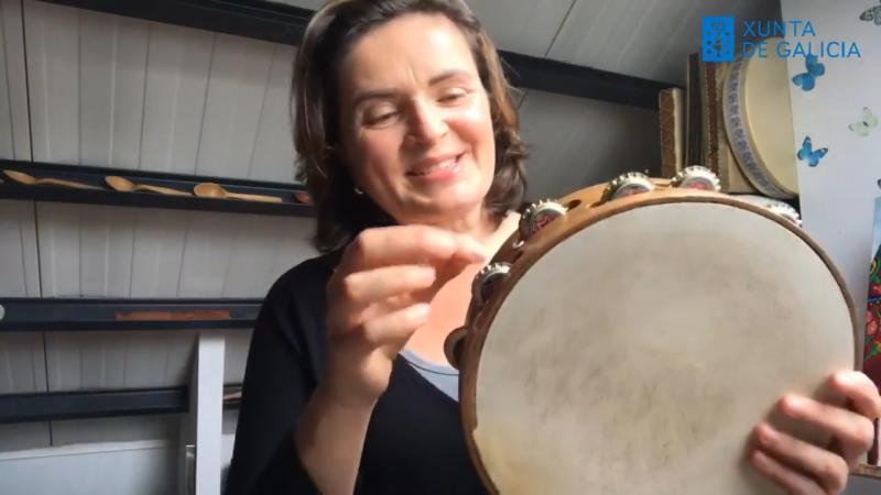 Leni Pérez es la maestra encargada del taller de Percusiones de mano y canto tradicional gallego