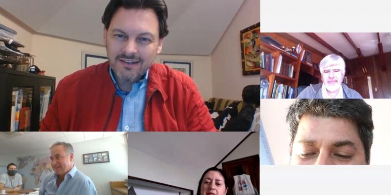 Na imaxe, o secretario xeral da Emigración con representantes das entidades galegas