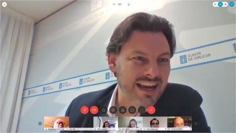Imaxe da videoconferencia do secretario xeral da Emigración cos e coas representantes das entidades galegas
