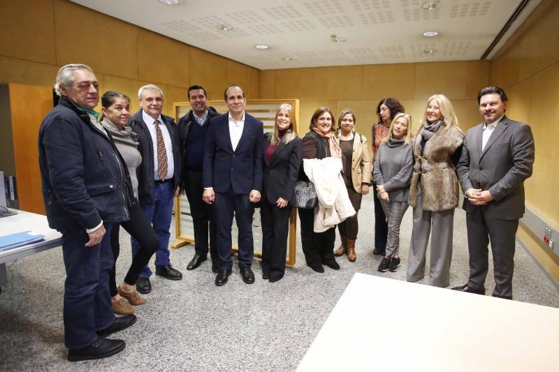 Imaxe de arquivo da visita á sede en Vigo da Oficina de Asesoramento e Seguimento ao Emigrante Retornado do secretario xeral da Emigración e a delegada da Xunta na cidade olívica