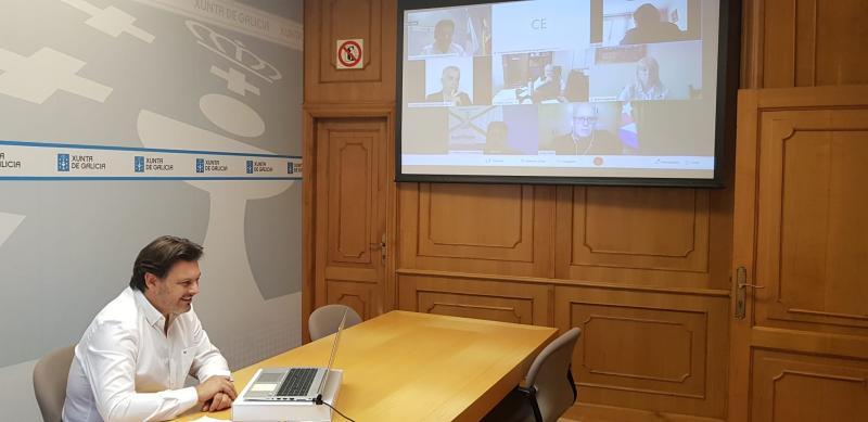 O secretario xeral da Emigración, durante a reunión cos e coas representantes das entidades galegas