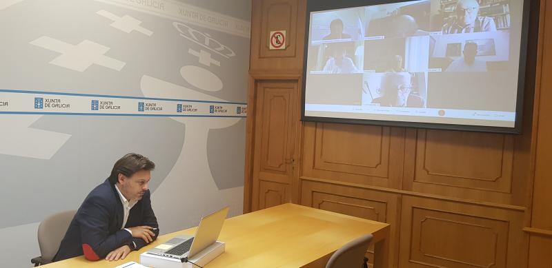 O secretario xeral da Emigración, durante a reunión cos e coas representantes das entidades galegas en España e o resto de Europa