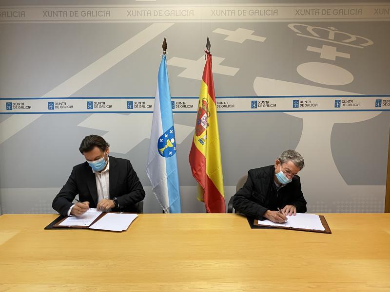 Imaxe da sinatura, que tivo lugar na sede de Emigración na capital de Galicia