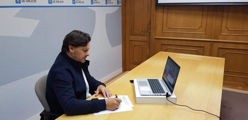 O secretario xeral da Emigración, durante a reunión cos e coas representantes das entidades galegas na Arxentina