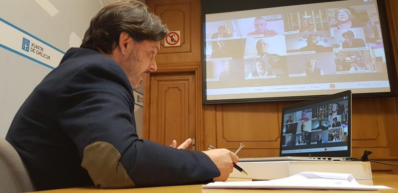Antonio Rodríguez Miranda, na sede da Secretaría Xeral da Emigración en Santiago de Compostela, durante a videoconferencia