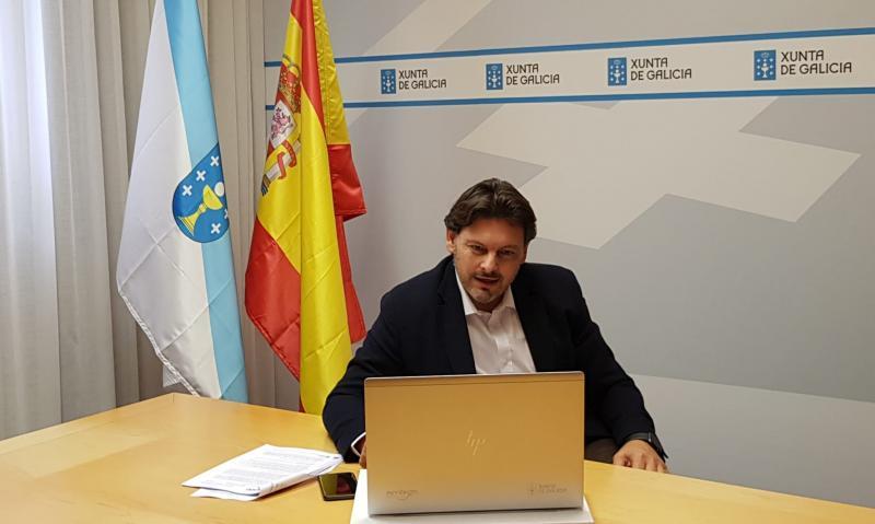 Miranda, durante a reunión cos e coas representantes das entidades galegas en Madrid