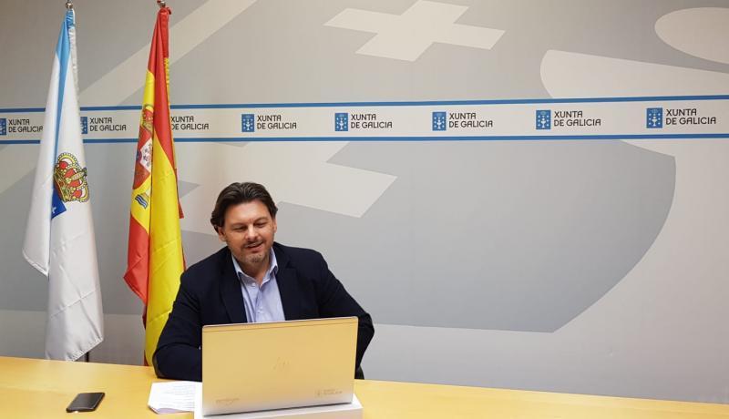 Miranda, durante a reunión cos e coas representantes das entidades galegas en Alemaña