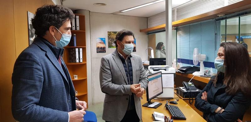 Imaxe da visita do secretario xeral da Emigración e do delegado da Xunta en Lugo á Oficina Integral de Asesoramento e Seguimento ao Retorno na cidade da muralla