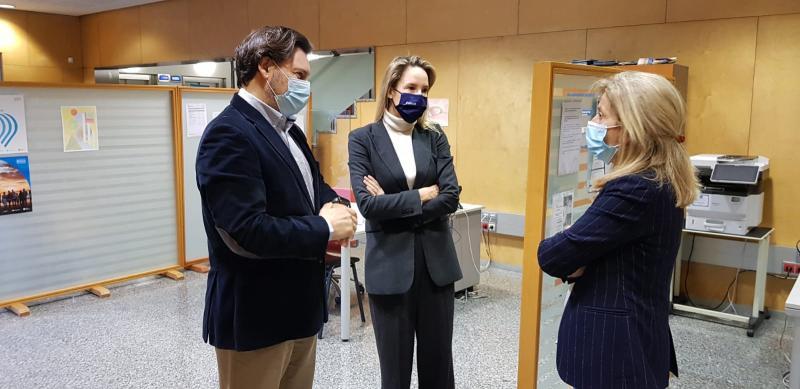 Imaxe da visita do secretario xeral da Emigración e da delegada da Xunta en Vigo á Oficina Integral de Asesoramento e Seguimento ao Retorno na cidade olívica