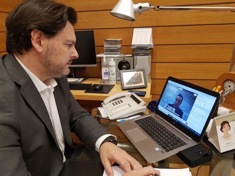 Antonio Rodríguez Miranda, no seu despacho na sede de Emigración na capital de Galicia, durante unha das videoconferencias