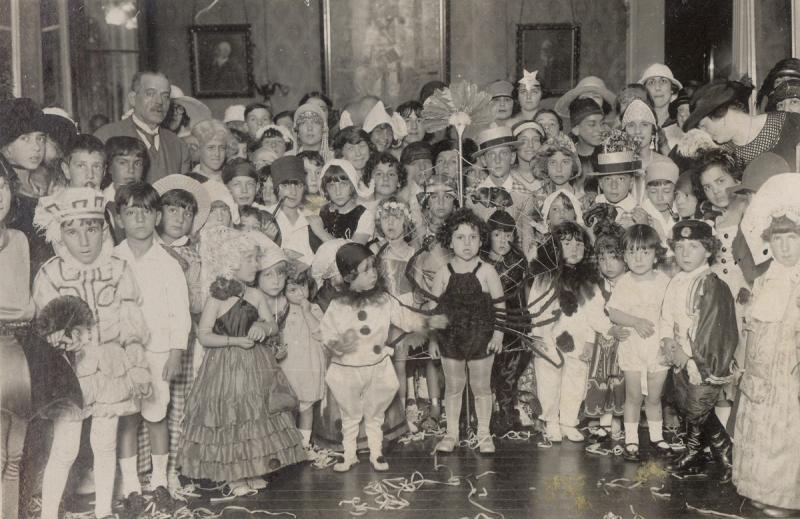 Baile infantil de la colectividadegallega de Montevideo, marzo de 1924. Fondo: Consello da Cultura Galega - Arquivo da Emigración Galega