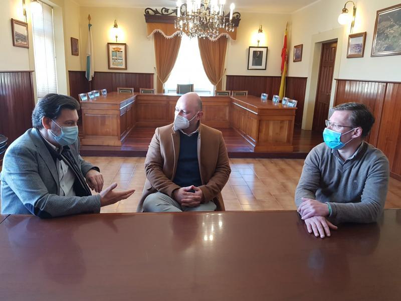 Antonio Rodríguez Miranda, Rafael Pardo e David Carrera, durante a visita do secretario xeral da Emigración esta mañá