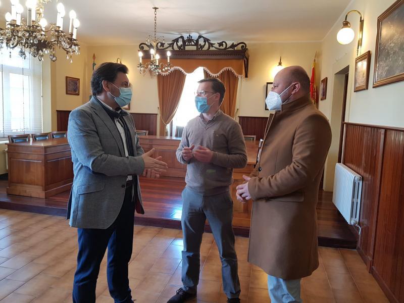 Antonio Rodríguez Miranda, David Carrera e Rafael Pardo, durante a visita do secretario xeral da Emigración esta mañá