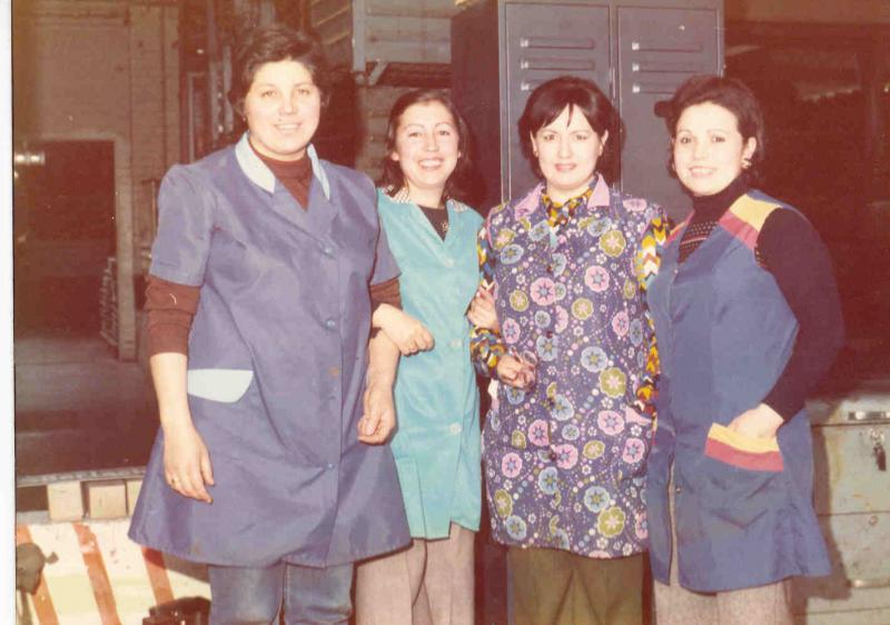 Palmira Rey Asenso (primera por la derecha) con unas compañeras en un descanso laboral, Solingen (Alemania), 1975