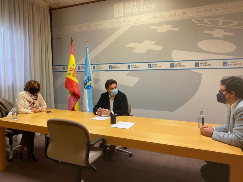 Imaxe da reunión celebrada na sede da SXE na capital de Galicia