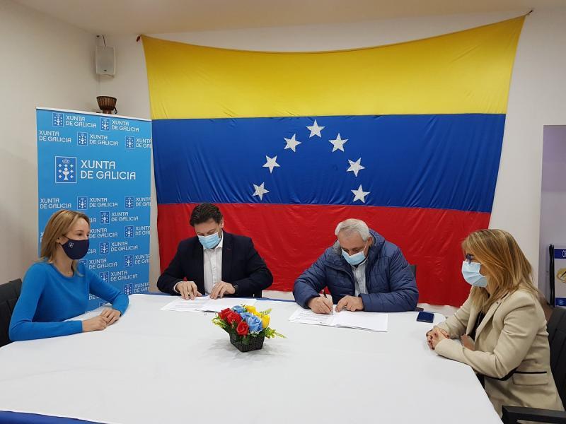 O secretario xeral da Emigración, a delegada da Xunta de Galicia en Vigo e o presidente de FEVEGA, esta mañá na cidade olívica