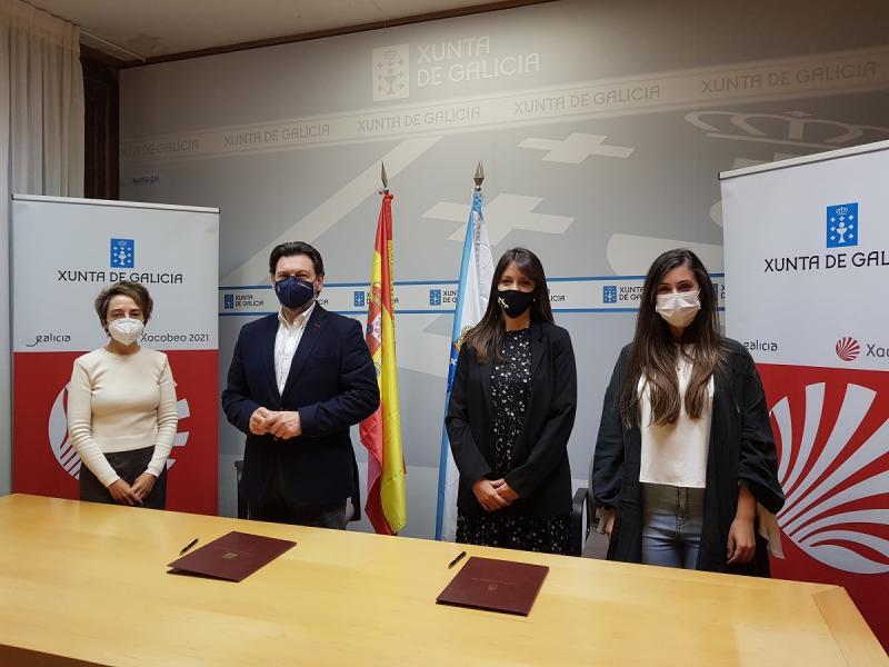 Imaxe da sinatura deste mediodía na sede da SXE en Santiago de Compostela