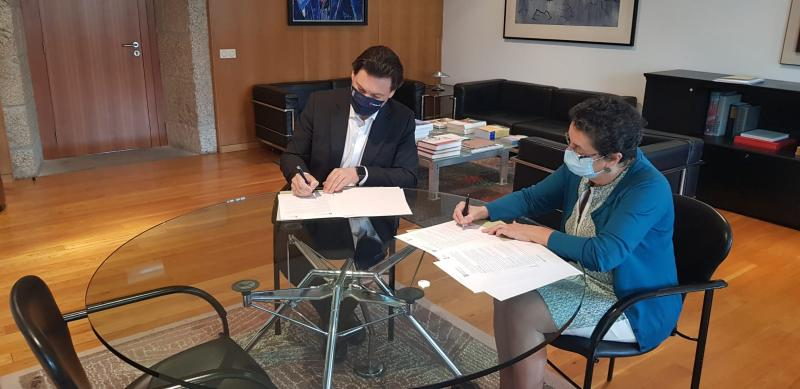 Antonio Rodríguez Miranda e Rosario Álvarez, durante a sinatura desta mañá