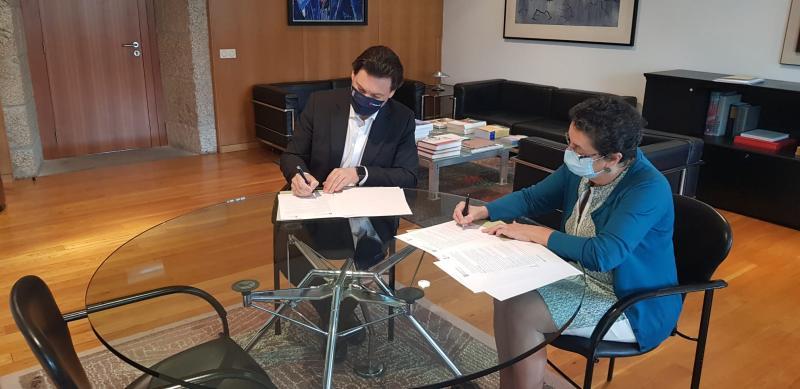Antonio Rodríguez Miranda y Rosario Álvarez, durante la firma de esta mañana