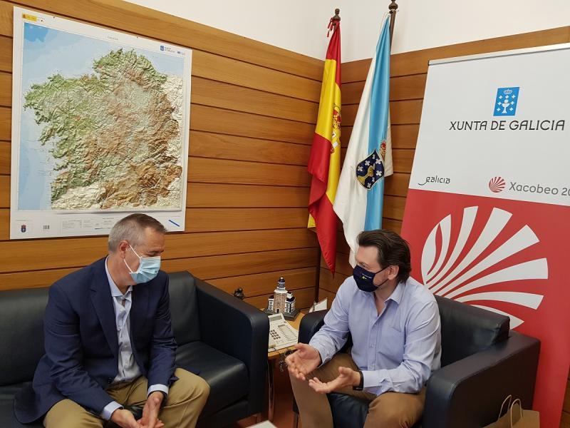 Antonio Rodríguez Miranda e Manuel Ferradás, na sede de Emigración en Santiago de Compostela