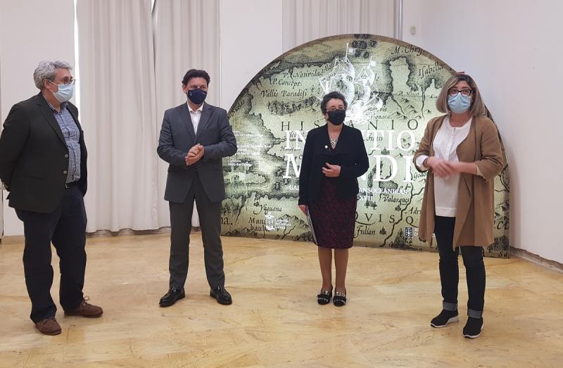 Imaxe da inauguración, na Sala de Exposicións do Concello de Tui