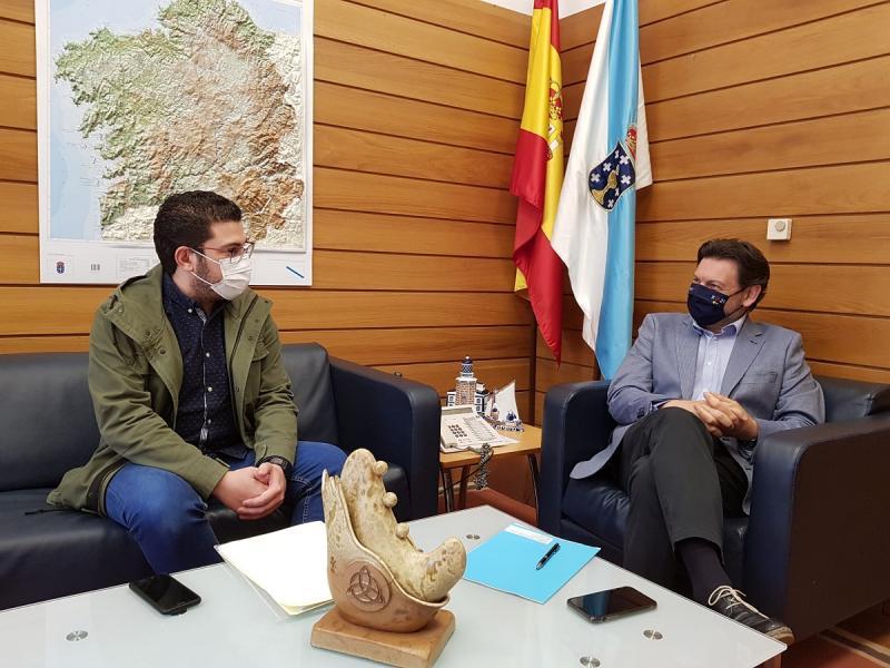 O secretario xeral da Emigración e o director do FIR, durante a reunión
