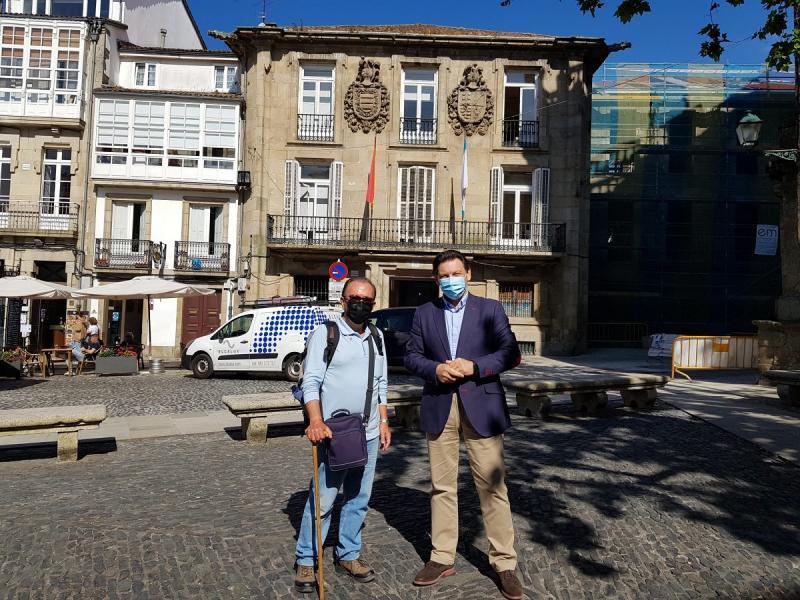 Miranda e Pastoriza, diante da sede da SXE en Compostela