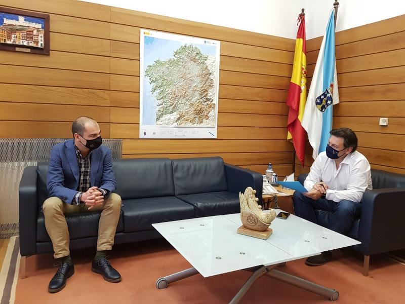 Antonio Rodríguez Miranda y Daniel Santos, en la sede de la SXE en Santiago de Compostela